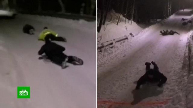 ВНорвегии полицейские подразделения штурмуют ледяные горки.Норвегия, курьезы, полиция.НТВ.Ru: новости, видео, программы телеканала НТВ
