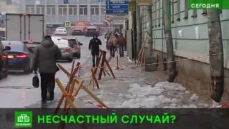 В Петербурге на девятиклассницу рухнул снег с крыши Военно-морской академии
