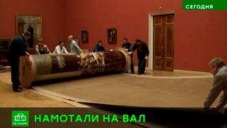 Маслом вниз: «Госсовет» Репина упаковали перед поездкой из Петербурга в Москву