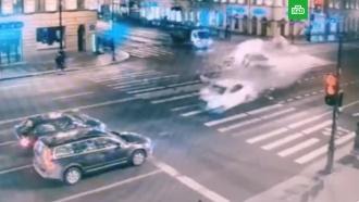 Лихач на такси устроил массовую аварию в центре Петербурга