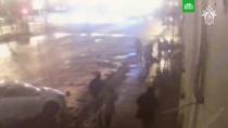 Массовую драку с двумя убитыми в Москве сняла уличная камера.Массовая драка, закончившаяся смертью двух человек, на Волгоградском проспекте в Москве попала в объектив камеры наблюдения.драки и избиения.НТВ.Ru: новости, видео, программы телеканала НТВ