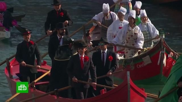 Тысячи туристов приехали на знаменитый Венецианский карнавал.Венеция, Италия, торжества и праздники, туризм и путешествия.НТВ.Ru: новости, видео, программы телеканала НТВ