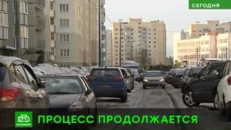 В Петербурге начали убирать самые заснеженные улицы