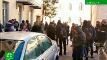 Сотрудников и посетителей Эрмитажа попросили на выход.На шестой день активного натиска на Петербург лжеминеры добрались до музеев.Санкт-Петербург, Эрмитаж, телефонный терроризм, эвакуация.НТВ.Ru: новости, видео, программы телеканала НТВ