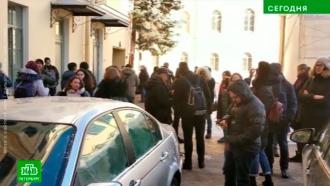 Сотрудников и посетителей Эрмитажа попросили на выход