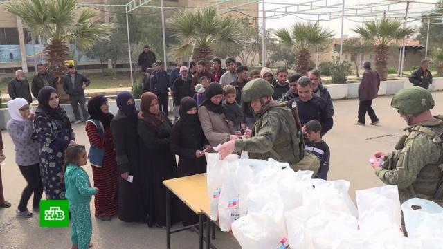 Семьи беженцев сВосточного Евфрата получили недельный запас продуктов.Сирия, армия и флот РФ, войны и вооруженные конфликты, гуманитарная помощь.НТВ.Ru: новости, видео, программы телеканала НТВ