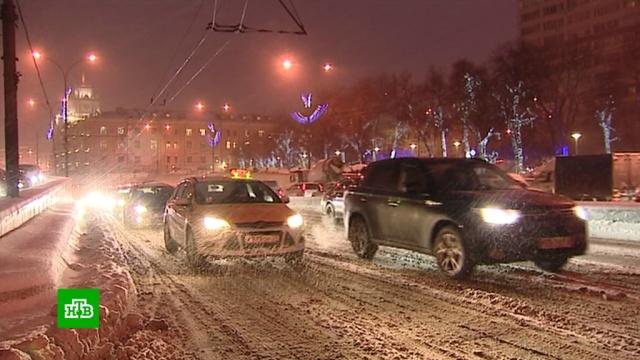 Дептранс Москвы из-за непогоды призвал водителей пересесть на метро.зима, морозы, Москва, погода, снег.НТВ.Ru: новости, видео, программы телеканала НТВ
