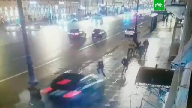 Видео смертельного наезда BMW на пешеходов вПетербурге.автомобили, ДТП, Интернет, полиция, Санкт-Петербург.НТВ.Ru: новости, видео, программы телеканала НТВ