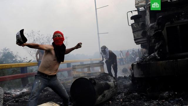 Столкновения в Венесуэле: Красный Крест призвал не использовать эмблему организации.Представители гуманитарных организаций попросили не дискредитировать их символику лицами, не имеющими отношения к сотрудникам Красного Креста. Подобные случаи зафиксированы в Венесуэле, Колумбии и Бразилии.Венесуэла, беспорядки, гуманитарная помощь, митинги и протесты, оппозиция.НТВ.Ru: новости, видео, программы телеканала НТВ