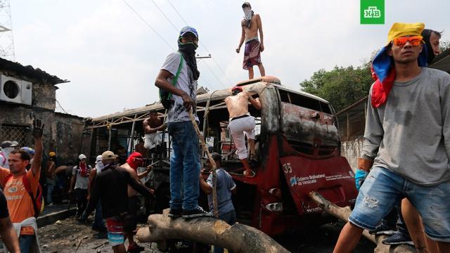 В столкновениях на границах Венесуэлы пострадали несколько сотен человек.Власти Колумбии заявляют, что в результате ожесточенных столкновений в районе пограничных переходов у города Кукута пострадали 285 человек.Венесуэла, беспорядки, митинги и протесты, оппозиция.НТВ.Ru: новости, видео, программы телеканала НТВ