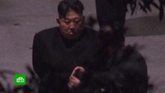Ким Чен Ына сняли курящим на станции в Китае по пути на встречу с Трампом