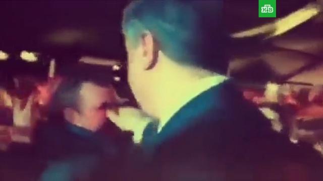 Порошенко ущипнул избирателя за нос.Порошенко, Украина, скандалы.НТВ.Ru: новости, видео, программы телеканала НТВ