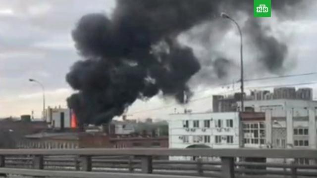 В Москве горит цех с краской.Москва, пожары.НТВ.Ru: новости, видео, программы телеканала НТВ