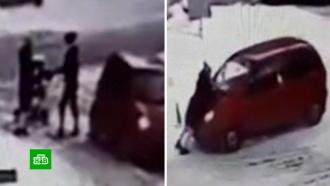 На Урале женщина-водитель избила молодую мать и протащила ее на капоте