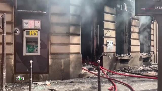 «Желтые жилеты» в Париже подожгли дом с людьми.Париж, Франция, беспорядки, митинги и протесты.НТВ.Ru: новости, видео, программы телеканала НТВ