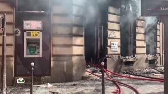 «Желтые жилеты» в Париже подожгли дом с людьми