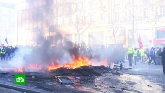 Глава французского МВД назвал парижских поджигателей «убийцами»