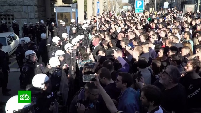 Президент Сербии пригрозил уголовной ответственностью за осаду своей резиденции.Сербия, беспорядки, митинги и протесты, оппозиция.НТВ.Ru: новости, видео, программы телеканала НТВ