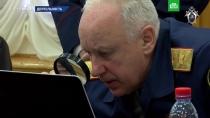 В СК объяснили, зачем Бастрыкин смотрел с лупой видео на ноутбуке.Фотография, на которой глава СК смотрит видео на компьютере через лупу, стала поводом для шуток. Однако в СК заявили, что лупа иногда надежнее, чем компьютерная обработка изображений.Бастрыкин, Следственный комитет.НТВ.Ru: новости, видео, программы телеканала НТВ