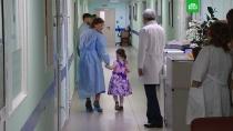 Девочка из мусорной квартиры боится говорить громко.Пятилетняя девочка, найденная заваленной мусором московской квартире, начала произносить отдельные слова, но пока только шепотом.больницы, врачи, дети и подростки, Москва, эксклюзив.НТВ.Ru: новости, видео, программы телеканала НТВ