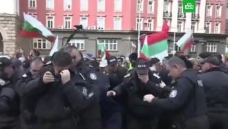 Разгоняющие митинг полицейские атаковали газом сами себя