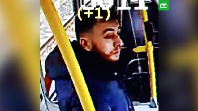 Опубликовано фото трамвайного стрелка из голландского Утрехта.Полиция в Нидерландах установила личность подозреваемого в расстреле людей в трамвае в городе Утрехт. Это 37-летний уроженец Турции по имени Гёкман Танис.Нидерланды, терроризм, школы.НТВ.Ru: новости, видео, программы телеканала НТВ