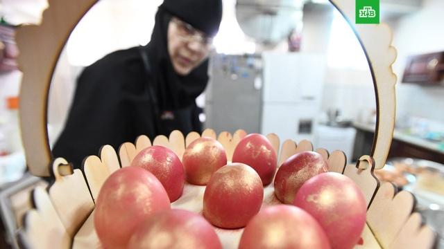 Диетические, столовые, отборные: как правильно выбрать яйца к Пасхе.До Пасхи осталось чуть больше месяца, но готовиться к этому празднику хозяйки уже начали. Главное украшение стола — яйца. «Роскачество» рассказало, как их правильно выбирать.еда, продукты.НТВ.Ru: новости, видео, программы телеканала НТВ