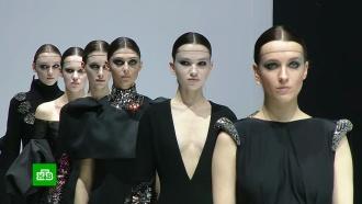 «Новый черный— это синий»: вМоскве стартовал юбилейный сезон Недели моды