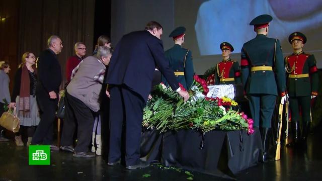 Марлен Хуциев похоронен на Троекуровском кладбище.больницы, знаменитости, кино, смерть.НТВ.Ru: новости, видео, программы телеканала НТВ