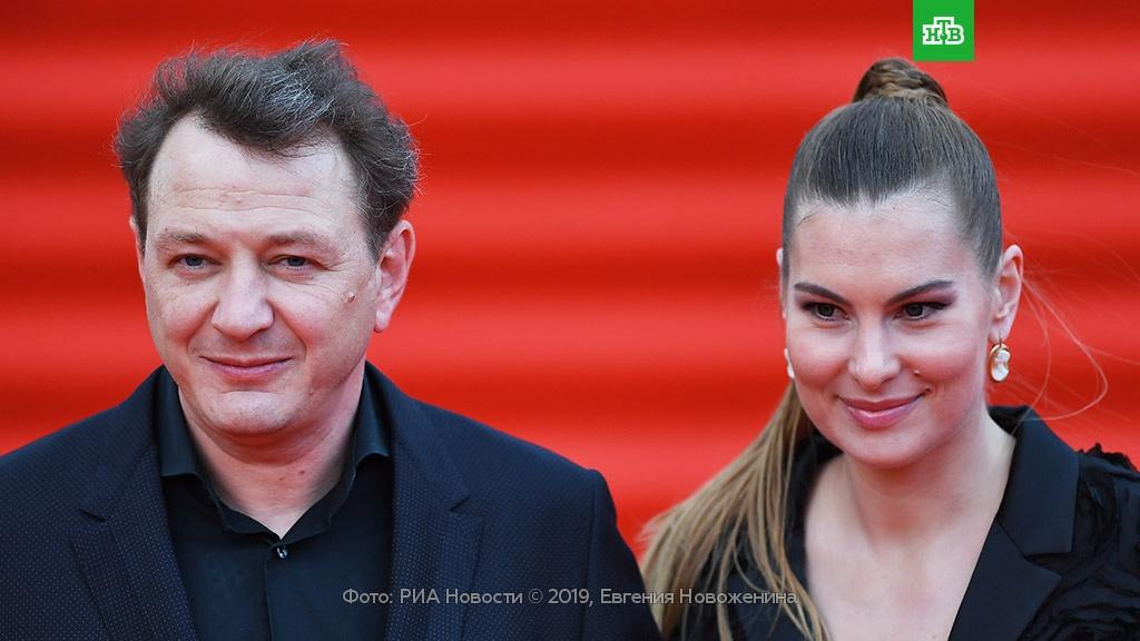 Башаров развелся с женой после скандала с побоями.Башаров, браки и разводы, драки и избиения, скандалы.НТВ.Ru: новости, видео, программы телеканала НТВ