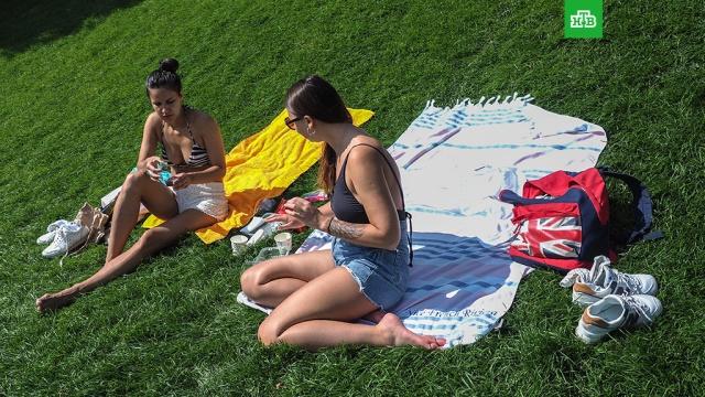 Россиянам пообещали необычно теплое лето.В некоторых регионах России ожидается необычно теплое лето. Об этом сообщили в Гидрометцентре.лето, погода.НТВ.Ru: новости, видео, программы телеканала НТВ