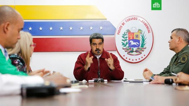 Мадуро обвинил Трампа в краже денег у Венесуэлы.Президент Николас Мадуро обвинил своего коллегу Дональда Трампа в краже у Венесуэлы 5 млрд долларов, которые были предназначены для производства лекарств.Венесуэла, Трамп Дональд.НТВ.Ru: новости, видео, программы телеканала НТВ