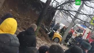 В Москве грузовик раздавил такси