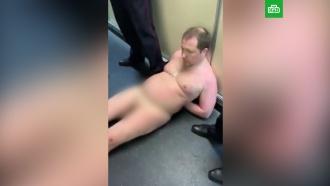 Голый мужчина пытался сесть в самолет до Симферополя