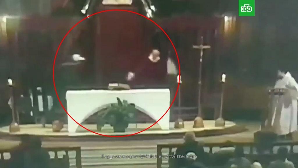 Священника изрезали ножом во время службы: видео.Канада, нападения, религия.НТВ.Ru: новости, видео, программы телеканала НТВ