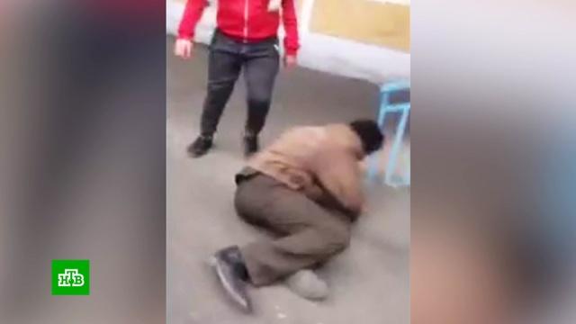 Подростки сняли на видео избиение бомжа.Забайкальский край, бомжи, дети и подростки, драки и избиения, жестокость.НТВ.Ru: новости, видео, программы телеканала НТВ