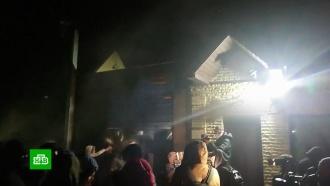Украинские радикалы забросали дом Медведчука петардами и файерами