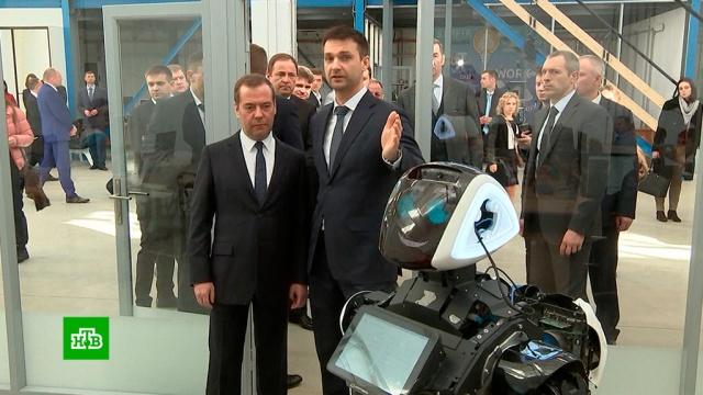Медведев после общения с роботами задумался о создании в Перми филиала «Сколково».Медведев, Пермь, Сколково, инновации, роботы, технологии.НТВ.Ru: новости, видео, программы телеканала НТВ