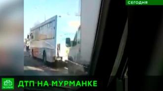 Выезд из Петербурга парализовало массовое ДТП на Мурманском шоссе