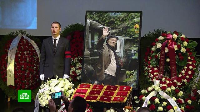 Настоящий гений: срежиссером Данелией простились под аплодисменты.знаменитости, кино, похороны, смерть, театр.НТВ.Ru: новости, видео, программы телеканала НТВ