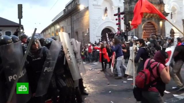 Жители эквадорской столицы устроили марш в поддержку Ассанжа.В Эквадоре не стихают страсти вокруг Джулиана Ассанжа, которого на прошлой неделе лишили статуса беженца и выдворили из посольства в Лондоне.WikiLeaks, Ассанж, США, Эквадор, аресты, митинги и протесты.НТВ.Ru: новости, видео, программы телеканала НТВ