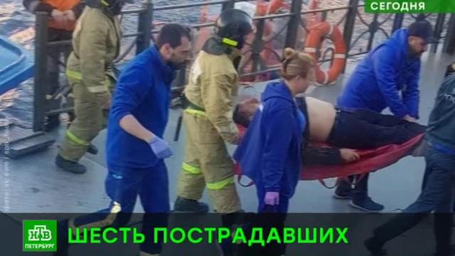 В центре Петербурга иномарка сбила пешеходов, один из них улетел в Фонтанку.ДТП, Невский проспект, Санкт-Петербург.НТВ.Ru: новости, видео, программы телеканала НТВ