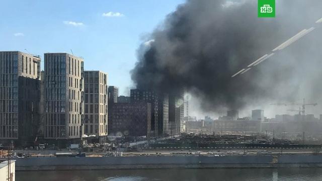 МЧС: пожар в ЖК «Зиларт» потушен.Пожар на территории строящегося жилого комплекса «Зиларт» на юге Москвы ликвидирован. Об этом сообщили в МЧС.Москва, пожары.НТВ.Ru: новости, видео, программы телеканала НТВ