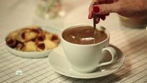 В какао из автоматов нашли гигантское количество сахара.Напиток под названием «горячий шоколад» очень популярен и в кафе, и в автоматах со стаканчиками, да и дома многие делают его из готовых смесей. Проведенная репортерами программы «Еда живая и мёртвая» закупка какао-порошков с их подробным анализом дала очень интересные результаты.еда, здоровье.НТВ.Ru: новости, видео, программы телеканала НТВ