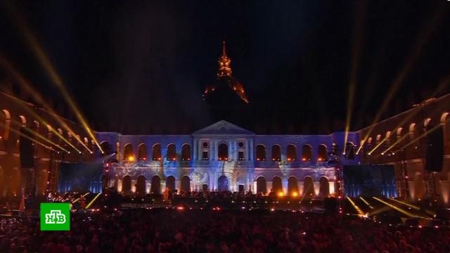 Звезды французской эстрады спели в поддержку Нотр-Дама.Франция, благотворительность, музыка и музыканты, пожары.НТВ.Ru: новости, видео, программы телеканала НТВ