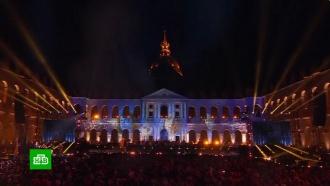 Звезды французской эстрады спели в поддержку Нотр-Дама
