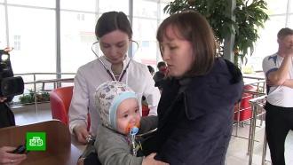 Выживший под завалами дома вМагнитогорске Ваня учится ходить