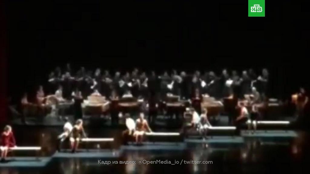В театре Станиславского рухнул помост с хором: видео.балет, обрушение, театр.НТВ.Ru: новости, видео, программы телеканала НТВ