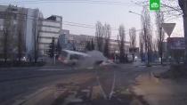 В Воронеже четыре человека погибли в ДТП с автобусом: видео.Иномарка на огромной скорости влетела в автобус в Воронеже. Погибли четыре человека.автобусы, Воронеж, ДТП.НТВ.Ru: новости, видео, программы телеканала НТВ