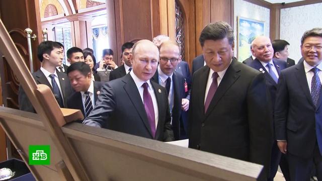 Путин иСи Цзиньпин обменялись исполненными символизма подарками.Китай, Путин, подарки.НТВ.Ru: новости, видео, программы телеканала НТВ